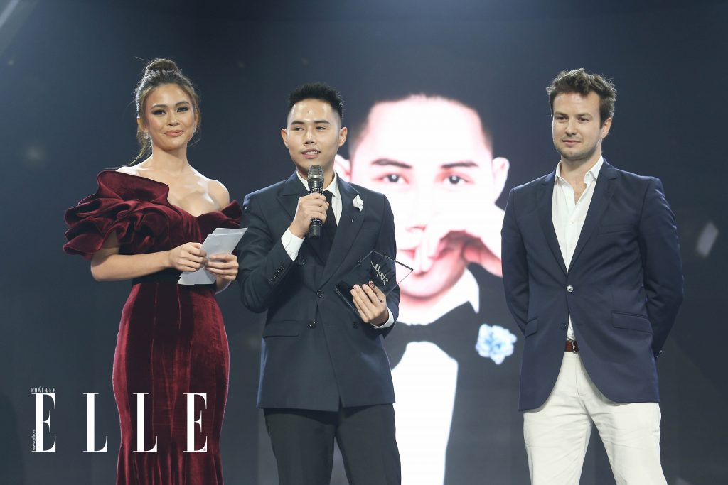 1531632169 993 lam gia khang nha thiet ke phong cach nhat cua nam tai elle style awards 2018 moi dep cuon si - Lâm Gia Khang – Nhà thiết kế phong cách nhất của năm tại ELLE Style Awards 2018 - Môi Đẹp Cuồn Si